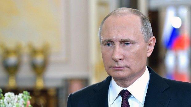 Путин не постеснялся и полез к «девочкам» на глазах у всей страны: «Сам хочу», позорное видео