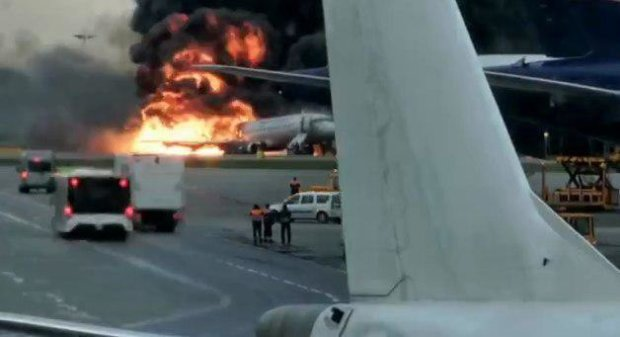 Главное за день воскресенья 5 мая: жуткая авиакатастрофа, заговор против Зеленского, уход из жизни знаменитой украинки