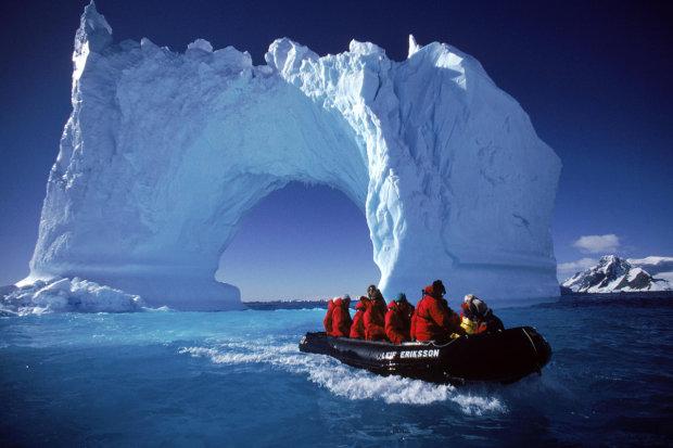 Ученые нашли активный вулкан подо льдами Антарктиды