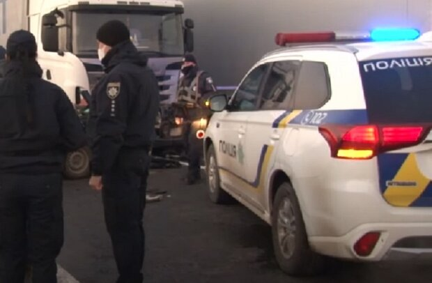 Полиция на месте ДТП. Фото: скриншот youtube-видео
