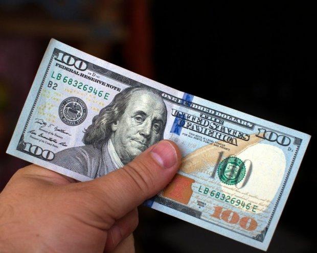Фальшивые доллары размножаются! Как распознать подделку