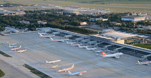 Російський аферист хоче перетворити наші аеропорти на підконтрольні Путіну полігони, вже й документи підробив. Лізеш в «мертву петлю», Расеюшка!..