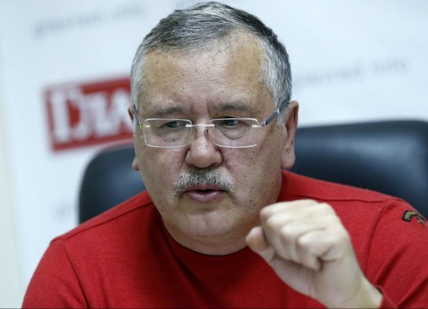 Пресс-конференция Гриценко закончилась скандалом, такого унизительного плевка диктатор Степаныч явно не ожидал, соцсети озадачены