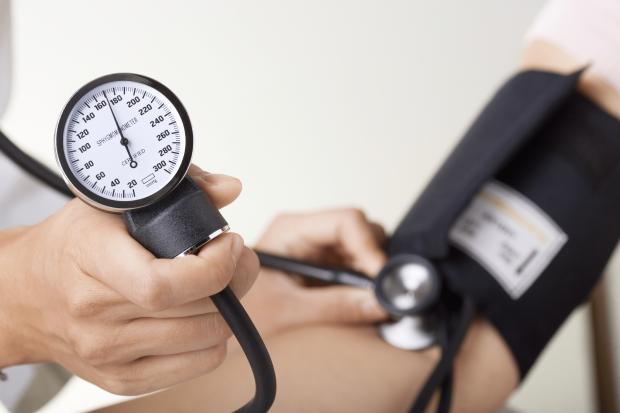 Медики назвали самый безвредный способ сбить давление