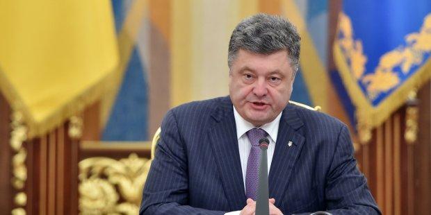 Порошенко потроллил Тимошенко в ответ: в снегопадах, сломанных каблуках и скисшем молоке предлагает обвинить Юлию Владимировну