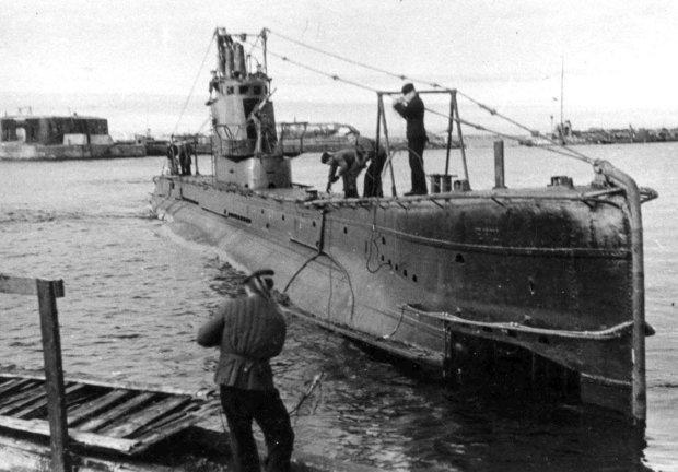 """Ученые нашли на дне залива лодку времен Второй мировой: """"почти по палубу зарыта в ил"""""""