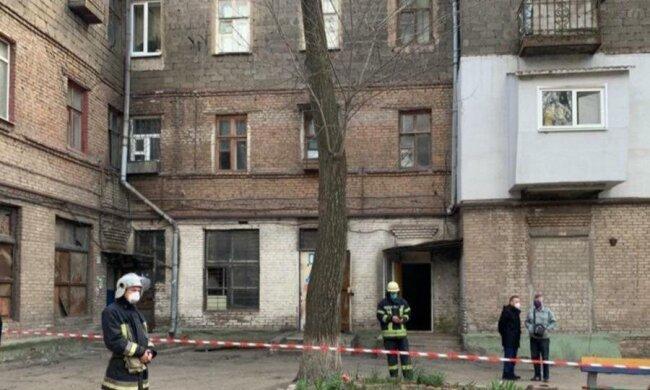 ЧП в Запорожье: жилой дом ушел под землю, фото и видео