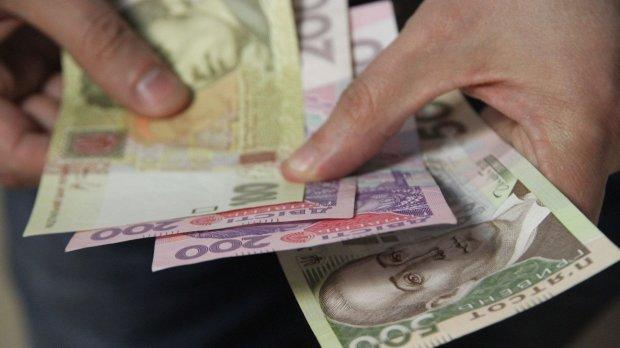 Зарплата в конвертах: вот на какую хитрость пошли у Гройсмана