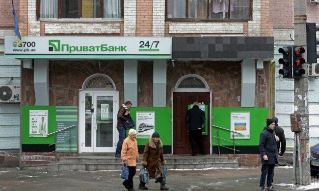 ПриватБанк попал в скандал из-за банкоматов: обдирают с ног до головы, а починить не могут