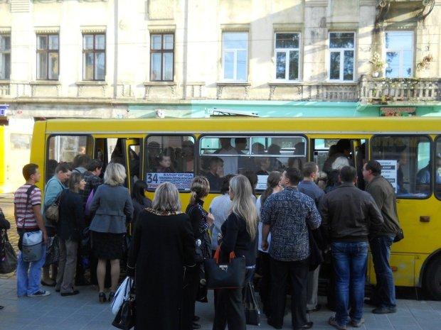 «Почему мы должны вас содержать?»: воина АТО едва не растерзали в маршрутке, украинцы поражены