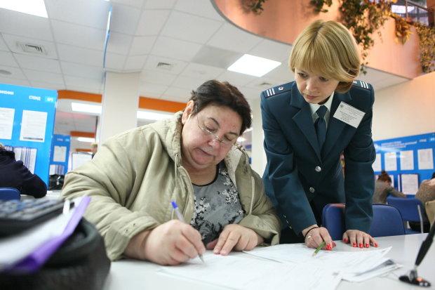 Кабмин уже решил, как вытащить из кармана украинцев побольше денег. За непослушание светит тюрьма