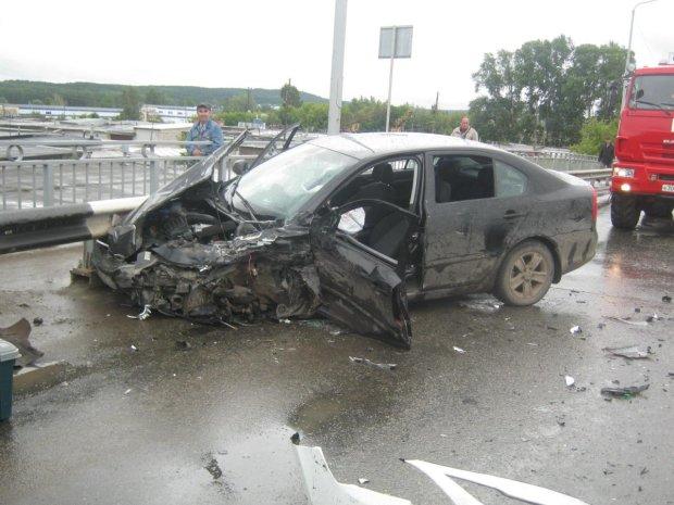 ШОК! На трассе Киев-Чоп Skoda Octavia лоб в лоб протаранила рейсовый автобус