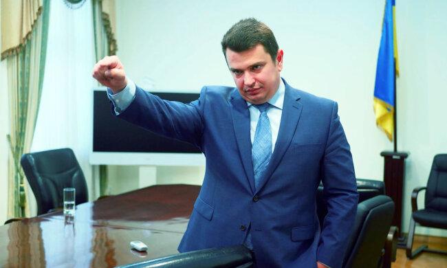 Главный борец с коррупцией показал баснословное состояние: земля в оккупированном Крыму и зарплата в размере 529 минималок