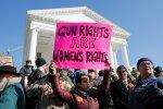 На улицы США вышли тысячи вооруженных людей, что происходит