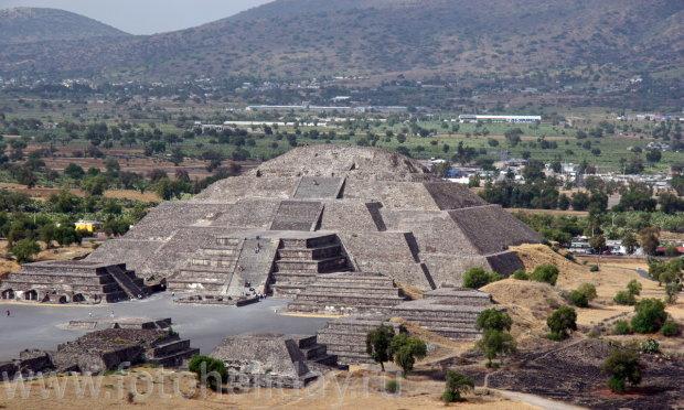 Археологи обнаружили «вход» в загробный мир у подножья пирамиды