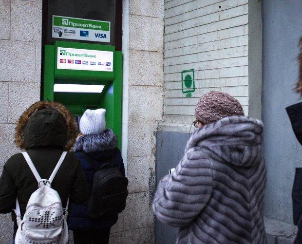 ПриватБанк кинул украинцев перед праздниками: ничего не знаем