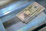 Гривна стремительно падает, доллар и евро взлетели в цене: курс валют на 28 ноября