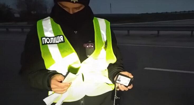 Новые методы Национальной полиции Украины. Фото: скриншот YouTube-видео.