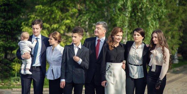Сын Порошенко поступает в британский колледж: от количества нулей рябит в глазах