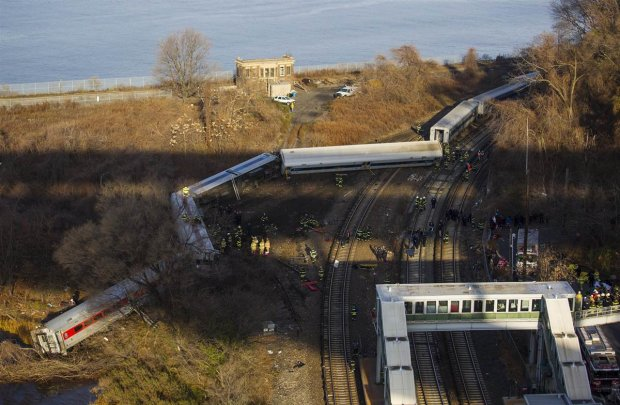 В Канаде с рельс сдуло два железнодорожных состава (Видео)