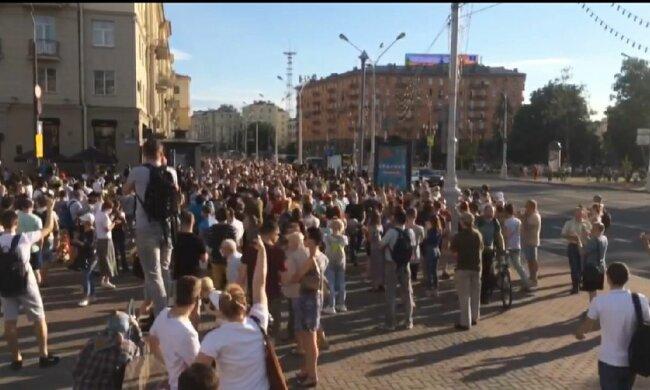 Беларусь трясет : по всей стране люди выстроились в живые цепи, подробности