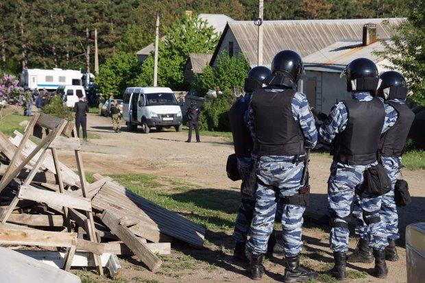 Вооруженные оккупанты бессовестно вломились в дома украинцев: детали масштабных погромов