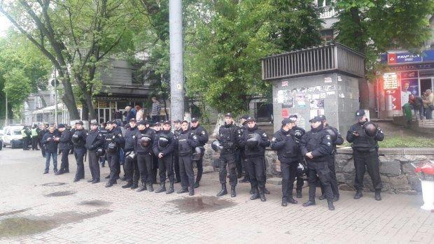 Проверяют каждого: Киев оцеплен нарядами полиции
