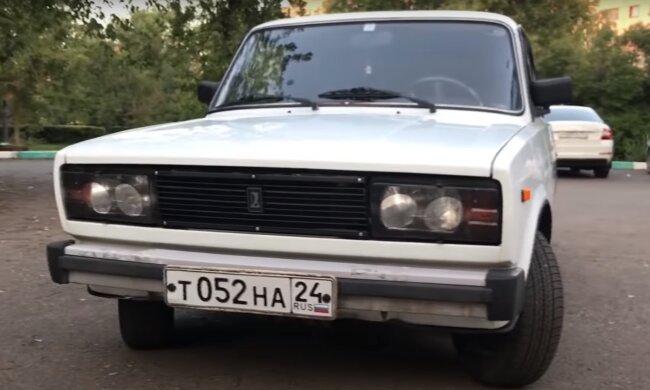"""Настоящая """"капсула времени"""". В Москве нашли уникальный ВАЗ-2105, оставался нетронутым 30 лет"""