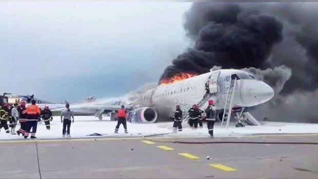 """В сеть попала расшифровка последних слов пилота, перед катастрофой в Шереметьево: """"Мать вашу, горим! Пожарные машины бл**дь где?!"""""""