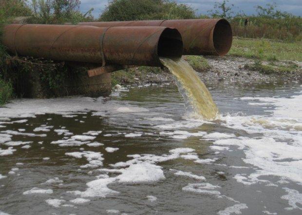 УЖАС! 90% питьевой воды в Украине отравлены