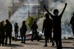 Протесты в Чили: полиция начала стрелять по людям, в сети появилось видеодоказательство