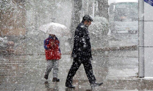 Зальет по пояс, а затем подморозит: синоптики рассказали о суровой погоде на 4 февраля