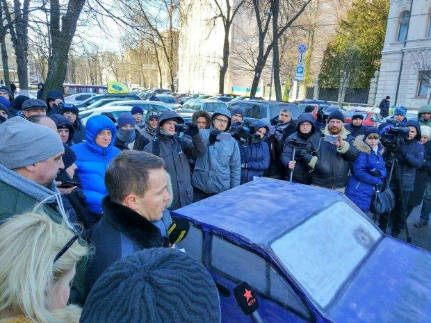 В Киеве творится жесть: владельцы «евроблях» перекрыли столицу, в городе бунт. Как объехать гигантские пробки?