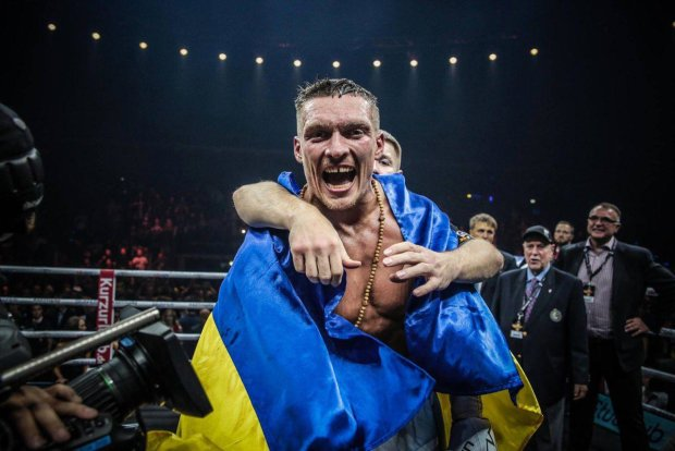 Есть кем гордиться: Усик нокаутировал Белью в чемпионском бою