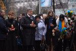 Если бы Нобелевскую премию давали за лицемерие, Порошенко был бы победителем, стоит на коленях и льет слезы