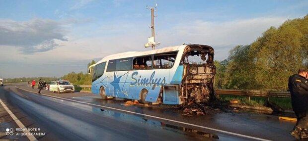 Пожежа в пасажирському автобусі.  Фото: facebook.com/MNSLVIV