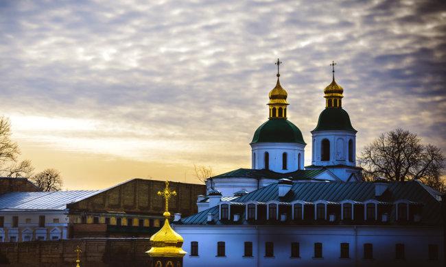 Путинская церковь «ликвидируется» со скоростью света, ФСБшники в рясах вопят от злости: в ПЦУ сбегает каждый