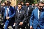 Под администрацией Зеленского собрались толпы протестующих: сторонники Порошенко орут во весь голос