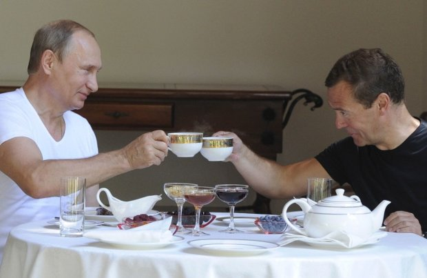 Путину уже нашли нового Медведева