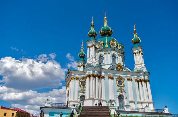 Появилось видео попытки поджога Андреевской церкви