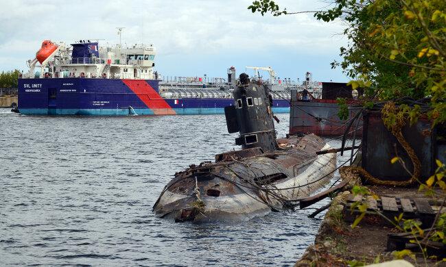 ЧП в Севастополе: подводная лодка затонула вместе с доком, детали