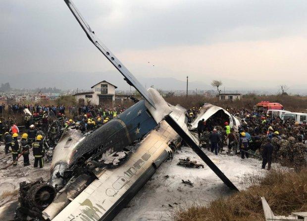 Самолет рухнул в шаге от людей, яркое шоу обернулось трагедией: первые подробности
