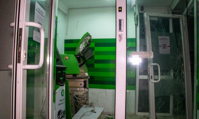 Полиция штурмует ПриватБанк, начались обыски