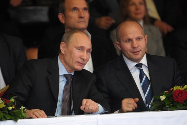 """""""С маленьких мальчиков на бабуль решил перейти"""": новый фетиш Путина буквально уничтожили в сети"""