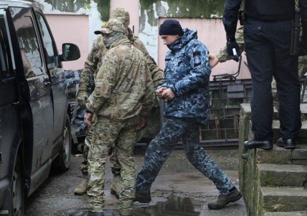 Вот это поворот: крымское население опомнилось, протерло глаза и массово встало на защиту украинских военных. Люди несут еду, одежду и деньги, в Кремле свирепеют от злости