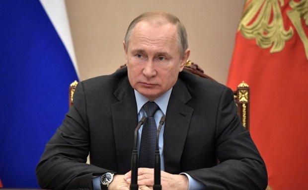 """""""Акела спотыкнулся"""": сеть жестко прошлась по падению Путина в Сочи, """"старый стал для таких катаний"""""""