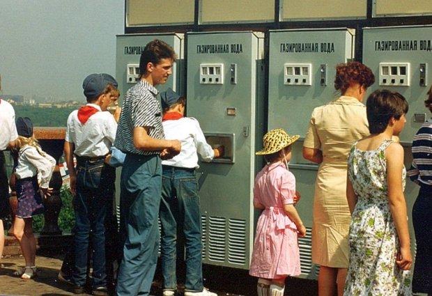 Маленькая жeртва пропаганды! «В Советский Союз хочу! Там колбаса вкусная, мороженое, все настоящее, даже песенки!»: в России девочка закатила небывалую истерику из-за СССР, видео