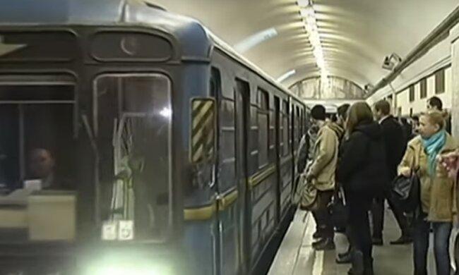 Гарри Поттер перепутал платформу и уехал в метро. Забавный кадр заставит улыбнуться