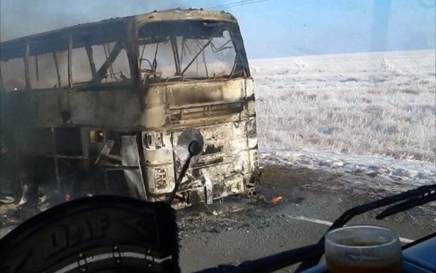 Задремавший за рулем водитель стал причиной серьезной аварии: автобус буквально смяло, есть жертвы