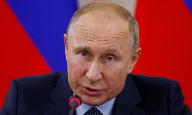 Что у плешивого с брюками? Опять на вырост пошили?: в сети угорают с внешнего вида Путина, карлик в очередной раз выставил себя на посмешище